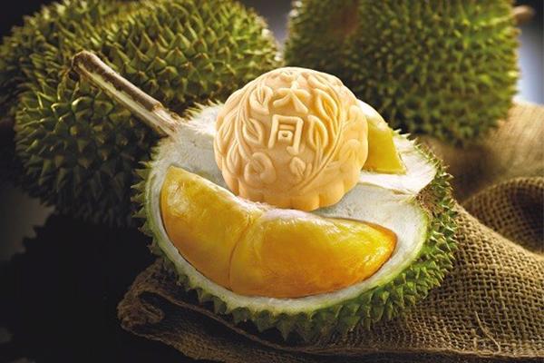 Bánh trung thu dẻo sầu riêng hạt sen Kinh Đô