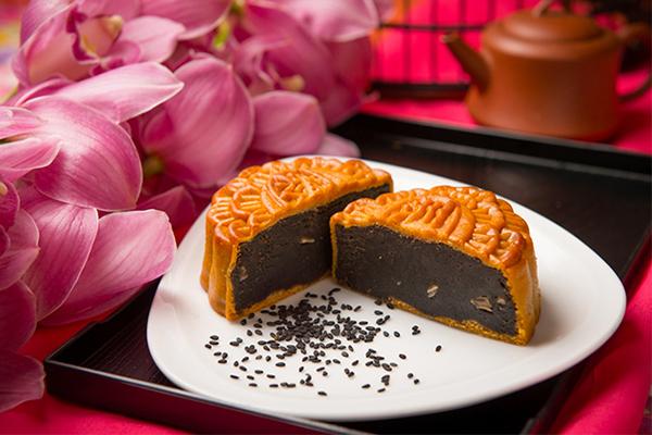 Bánh trung thu mè đen hạt dưa 0 trứng Kinh Đô